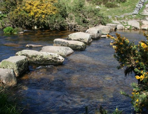 Postbridge in Dartmoor: Cross the river twice, the old fashioned way